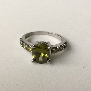Jewelry - Green Stone Ring Size 6